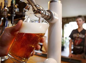 Pint-of-alcohol-being-poured