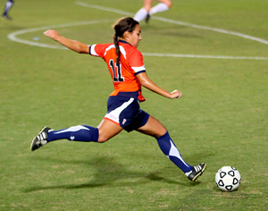 Woman-playing-football